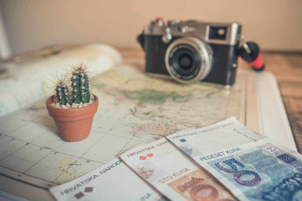 15 Clever Travel Hacks For Saving Money On A Vacation