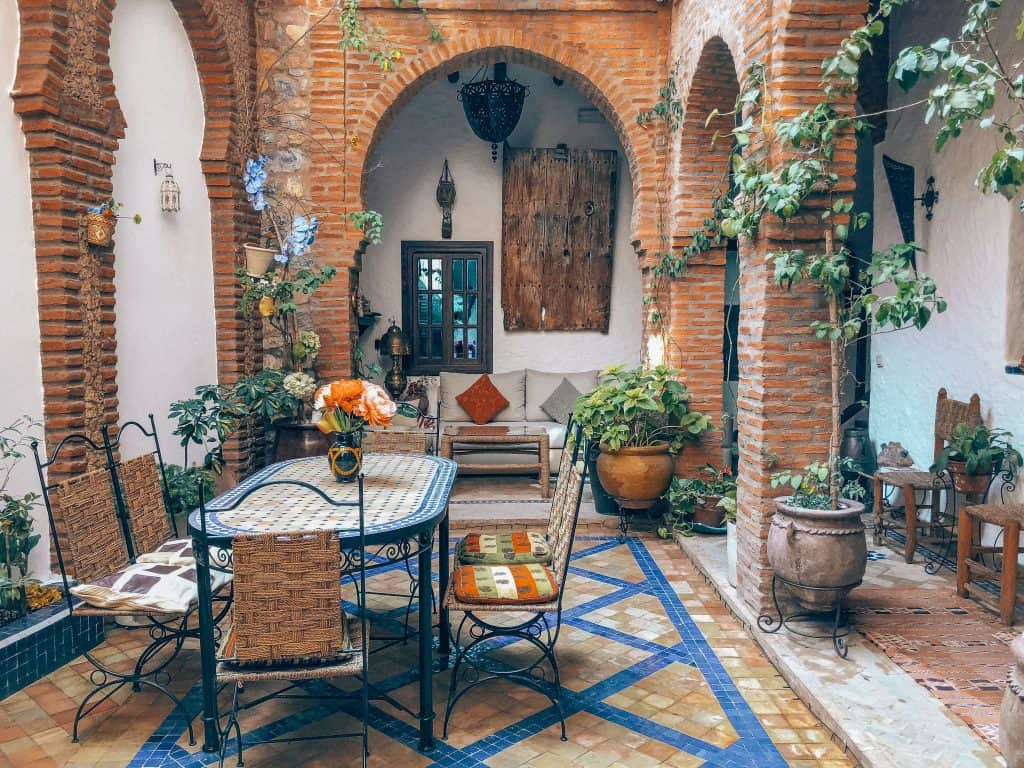 rent apartment or airbnb: travel tips for europe blog post